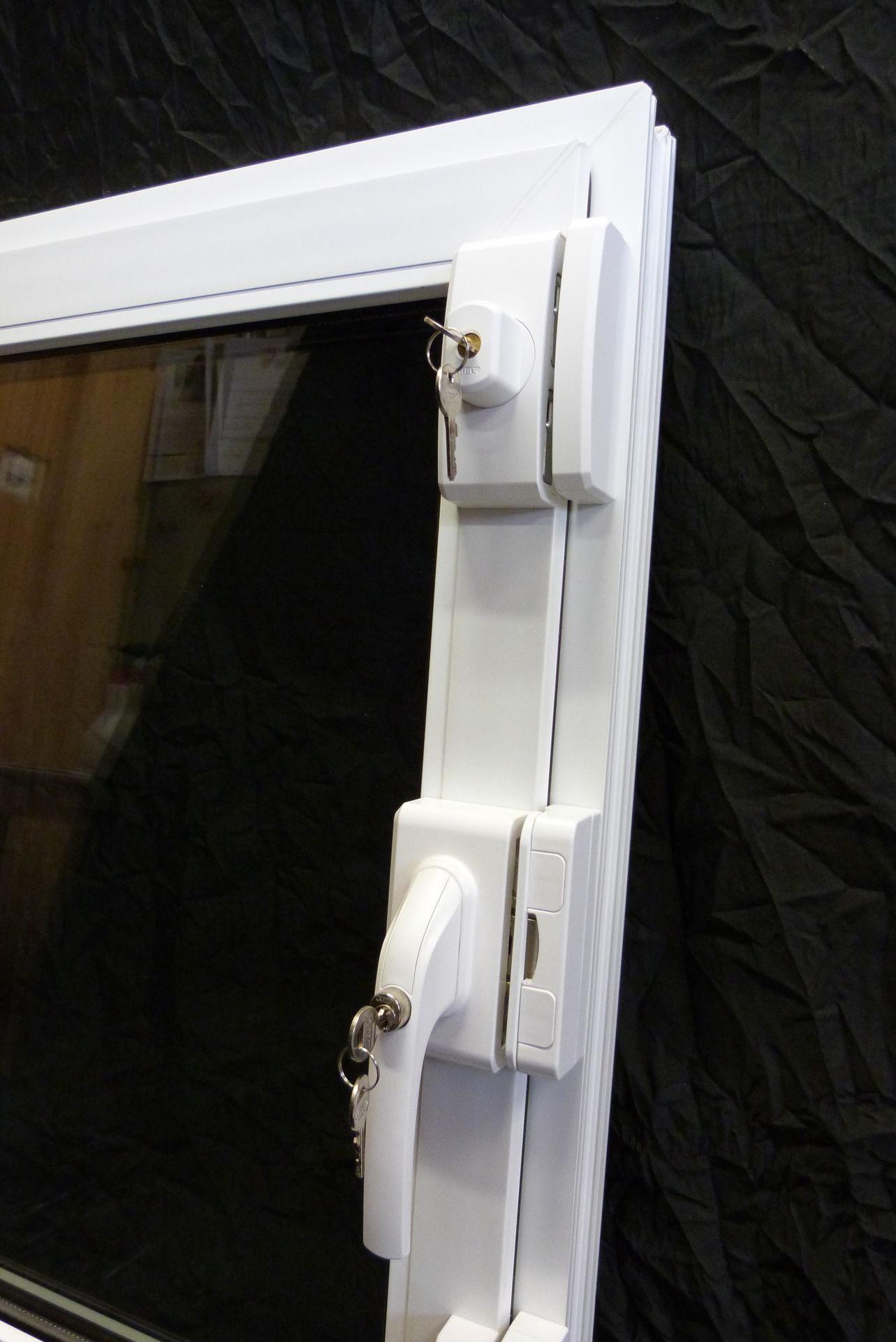 Fenster schreinerei zwicky ag for Fenster einbruchschutz
